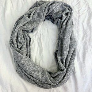 American Apparel Blue and White Circle Scarf